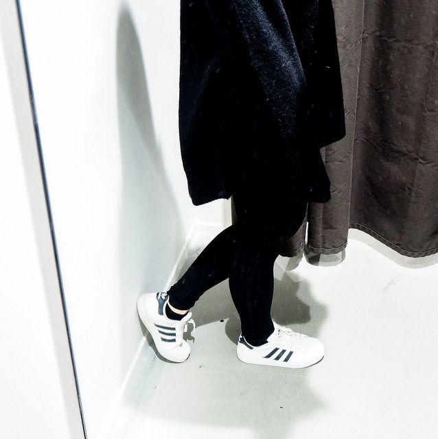 PB258308.jpgBlackSweaterOutfit, PB258338.jpgAllBlackOutfitWinter, PB258349.jpgBlackOutfit, PB258346.jpgALlBlackOutfit, black outfit, musta asu, kokonaan musta asu, rento, casual, comfy, mukava, lämmin, warming outfit, oversized black sweater, paksu musta väljä neule, clothes, vaatteet, black friday, musta perjantai, talvi, winter, syksy, autumn, fall, asua, fashion, muoti, olympus pen epl, kamera, camera, zara musta neule, hm musta pipo, black beanie, black chunky oversized sweater, adidas…