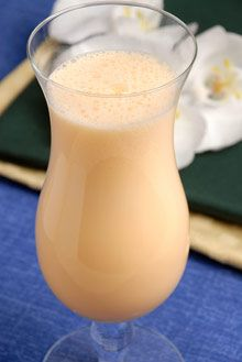Ingredientes: 200g manga 15 folhas de hortelã 1000g de leite 1 limão c/casca, cortado em quartos 70gaçúcar Cubos de...