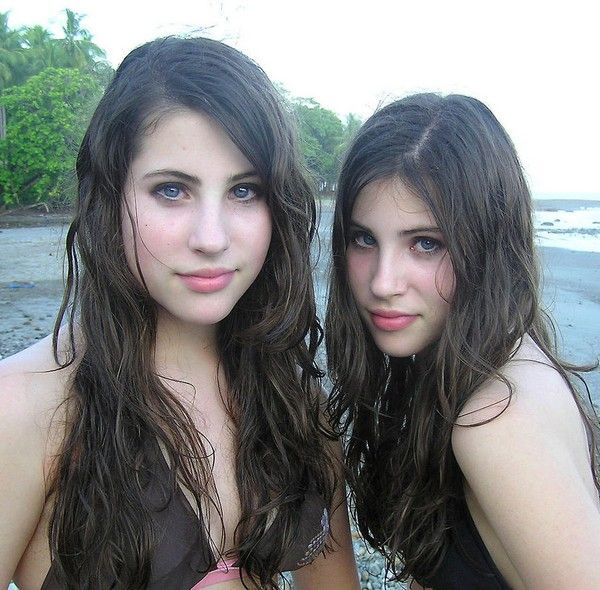 Sexy Female Twins 107