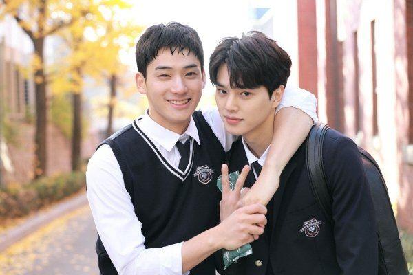 "Love Alarm Ì¢‹ì•""하면 ̚¸ë¦¬ëŠ"" Korean Drama Picture Hancinema The Korean Movie And Drama Database In 2020 Song Kang Ho Love Scenes Korean Drama"