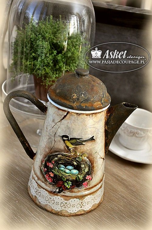 Decoração envelhecimento do estilo do vintage - uma chaleira jarro