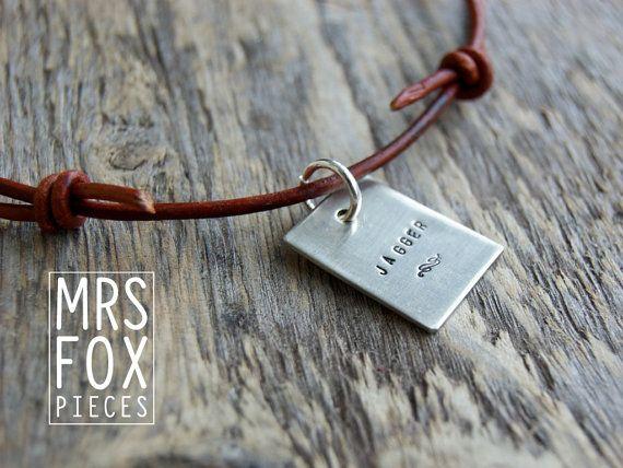 Leren ketting - Zilveren (925) hanger - Handgestempeld - For Men -  Man - Custom tekst - Vintage leer - Lengte verstelbaar schuifknoop op Etsy, 48,25€