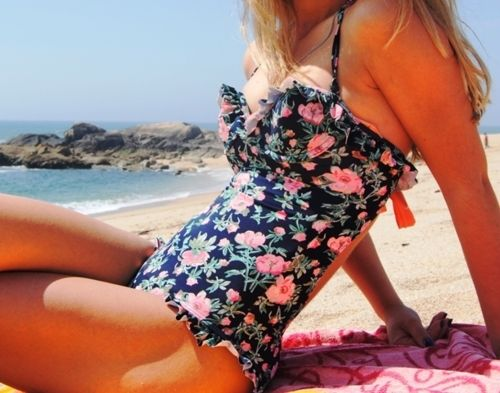 yes: Floral Prints, Clothing, Bikinis, One Pieces Swimsuits, Floral Swimsuits, Vintage Floral, Bath Suits, Ruffles, Swim Suits