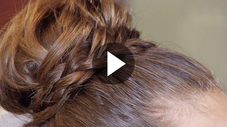 Come realizzare uno chignon elegante avvolto da una treccia - alfemminile
