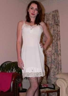 86e0083e7468 Pin de Jaime Poque en Enaguas | Lacy bra, Beautiful lingerie y ...