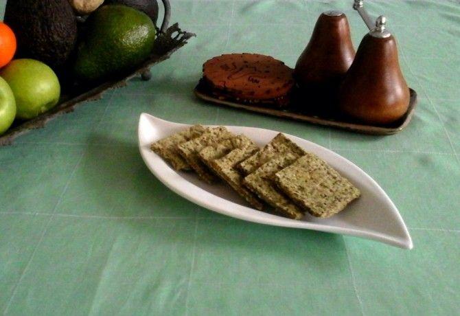 Tökmag chia crisp: 150 g tökmag őrölve vagy tökmagliszt, 3 ek chia mag 1 dl vízben áztatva, 1 kk só, 1 kk zöld bors őrölve.