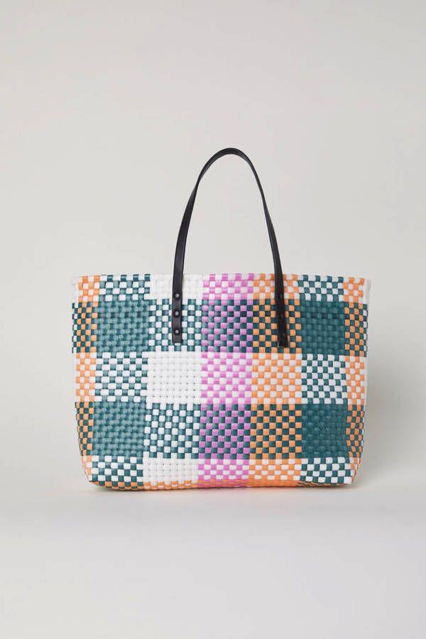 e9ee55ae3496 Voici les 30 plus beaux sacs repérés chez Zara, Mango et H M   Sacs   Bags    Pinterest   Beaux sacs, Zara et Sac