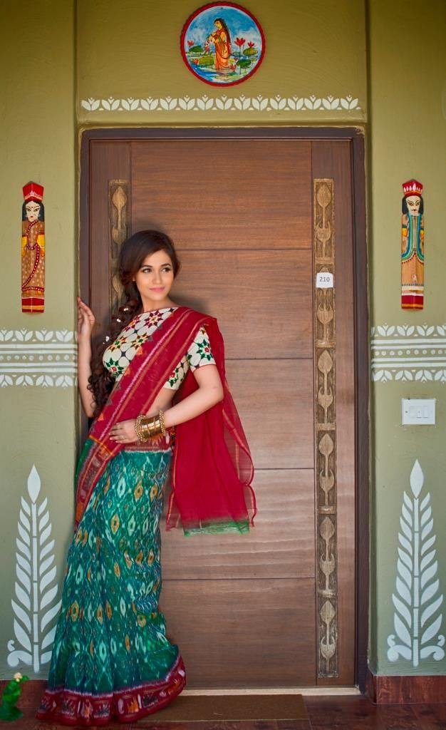 With every Pochampally saree brought to you by Shatika, see the intermingling of…