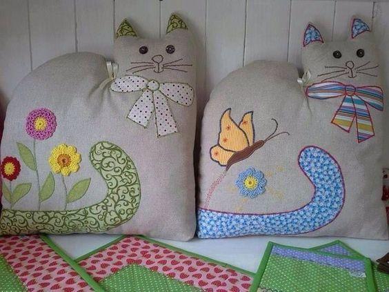 Gatos almofadas: