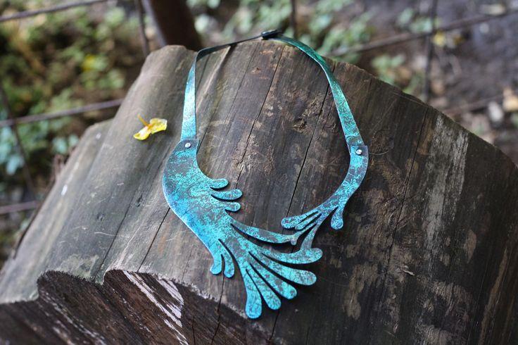 Collar en la naturaleza...  Collar de cuero reciclado hecho en Käira.