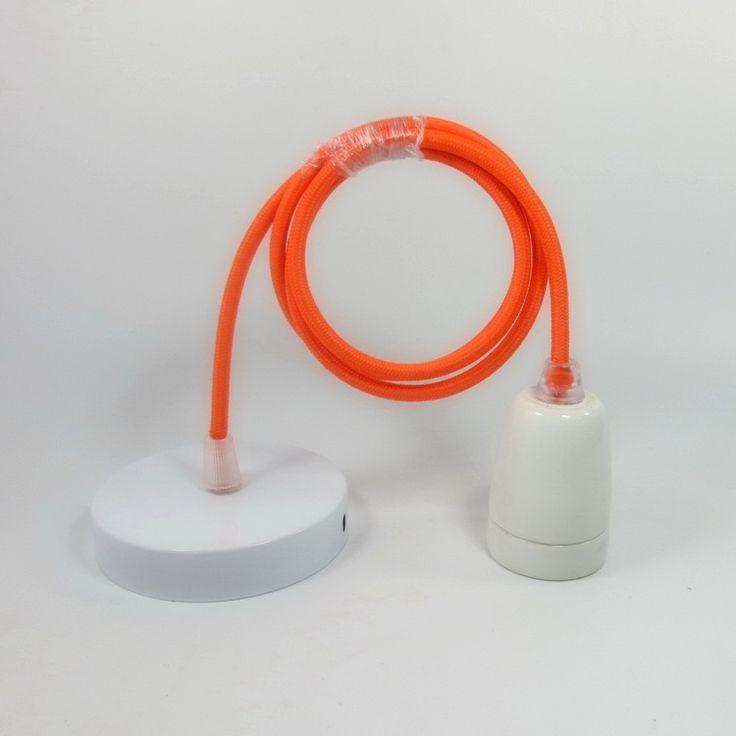 Porcelánové závesné svietidlo. Prednosťou moderných svietidiel je kvalita prevedenia a dizajnové riešenie, ktoré je možné využiť v moderných domácnostiach