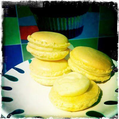 .: Zitronen-Macarons mit Lemoncurd-Füllung