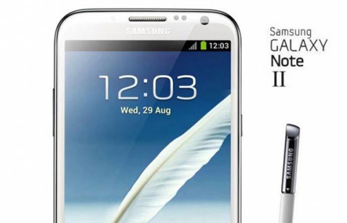 O Galaxy Note II ganhou uma tela Super AMOLED HD ainda maior que a do modelo anterior, que já era enorme, e tem tela de 5.5 polegadas com resolução 1280×720 e 16:9 aspect ratio verdadeiro (o Note I tinha tela mais comprida com 1280×800), pesa 180 gramas, tem 9.4mm de espessura e segundo os presentes no evento é melhor de segurar que o antigo.
