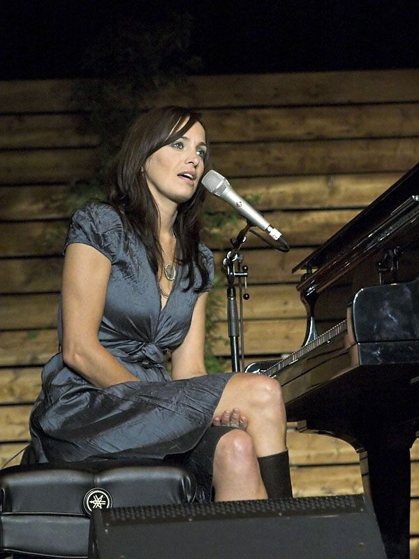 Chantal Kreviazuk Chantal Kreviazuk gained a record contract from Sony as a vocalist without ever having performed live