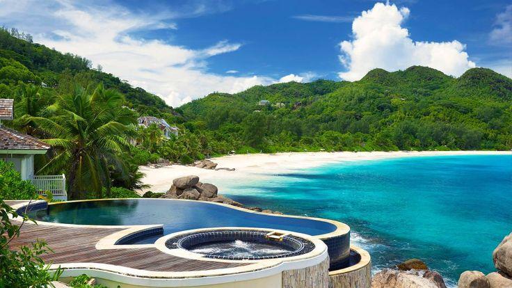 Si sta annuvolando anche qui :P #seychelles #voyage #holiday #pool #seaview #sea #sun #giampaoloscacchi