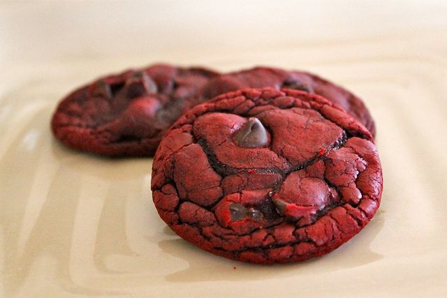 red velvet chocolate chip cookiesBoxes Red Velvet Cookies, Cake Mixed, Chocolates Chips Cookies, Food, White Chocolate Chips, Cookies Recipe, White Chocolates Chips, Velvet Chocolates, Chocolate Chip Cookies
