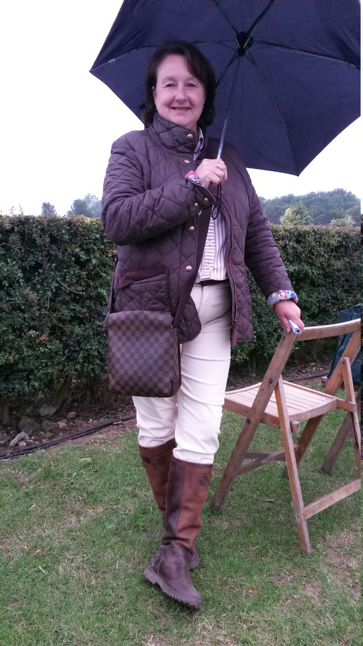 We love this equestrian look modelled by Julie Morris from North Ferriby. Gorgeous leather boots? Check. Quality leather handbag? Check. Fitted, quilted jacket? Check. It's classic, simple and it works beautifully.