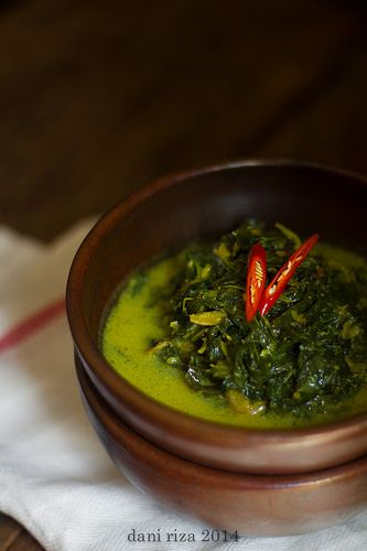 Gulai Daun Singkong, Indonesian cassava leaves in thin coconut milk curry