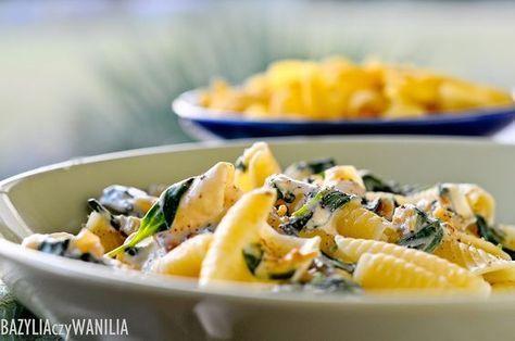 Bazylia czy Wanilia: Makaron z aksamitnym sosem z mascarpone, szpinaku i karmelizowanej cebuli