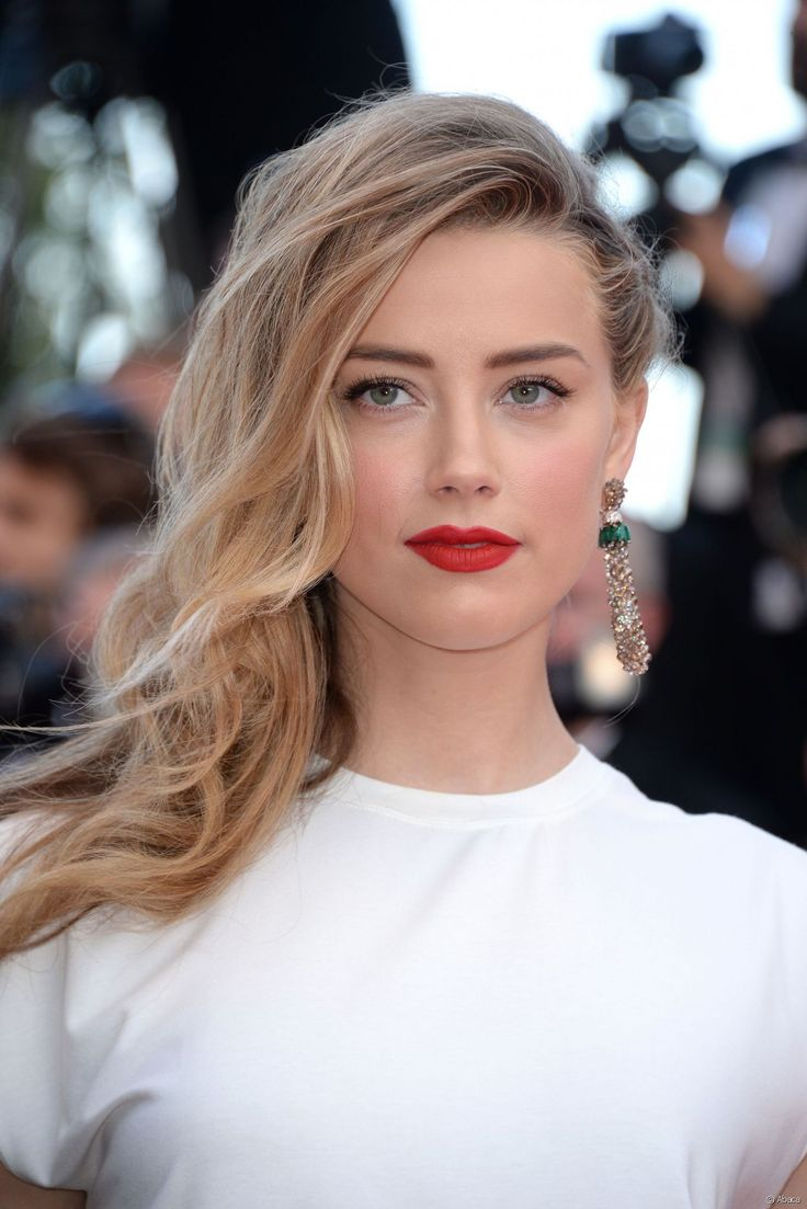 Amber Heard surfe sur la tendance over-blush.