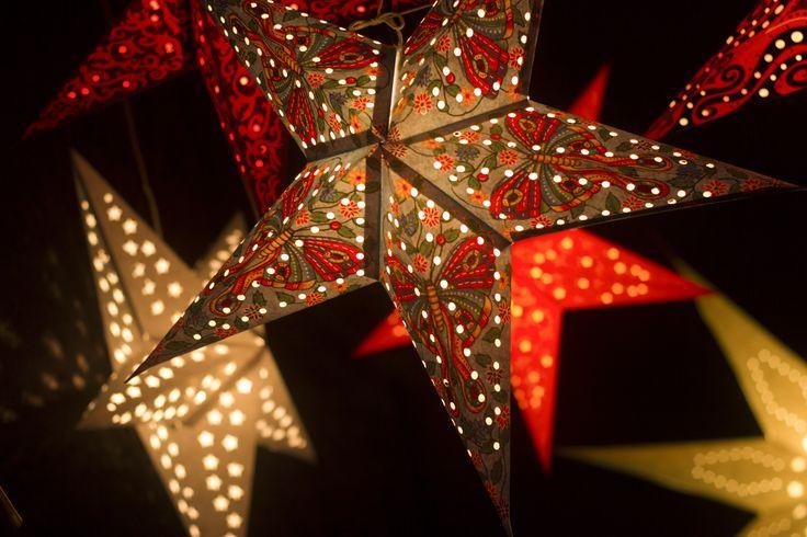 Les étoiles de Noël à Colmar (Photo : Jean-Marc Hédoin) #Colmar #Alsace #France #Noël #Christmas #Weihnachten #décoration #decoration #Sterne #stars #étoiles #travel #voyage #Reise #Ausschmückung