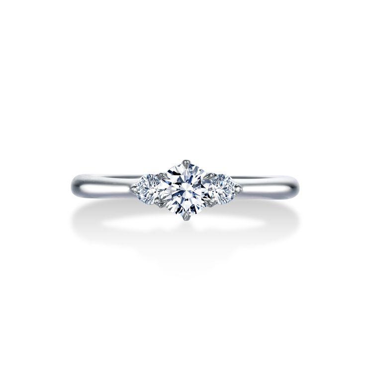 世界でただひとつ、「ロイヤル」の称号をもつダイヤモンドブランド「ロイヤル・アッシャー」。エンゲージリング(婚約指輪)、マリッジリング(結婚指輪)、エタニティリングなど、ブライダルジュエリーにふさわしい、白く上品な輝き。