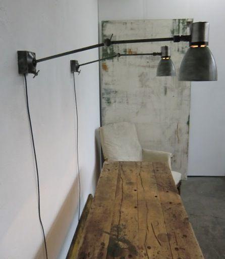 WO AND WÉ COLLECTION: Paire de lampes murales vintage articulées patinées