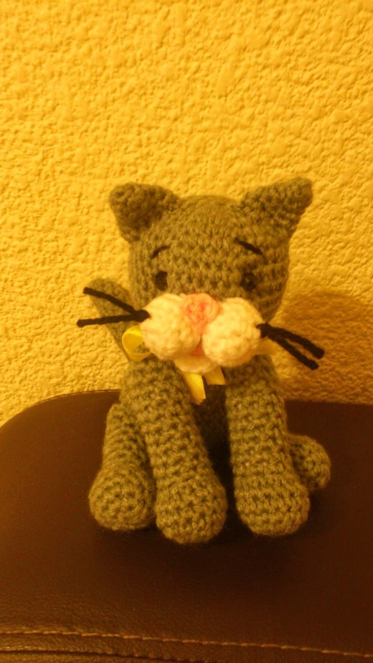 118 best gatitos a crochet images on pinterest crochet stitches gatito gris amigurumi pattern translate in english bankloansurffo Image collections