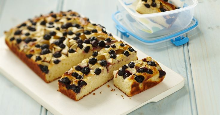 These apple and blueberry yoghurt bars are almost too good to resist.