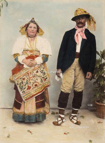 """""""Concorso di Costumi"""": coppia in costume tradizionale di Pontecorvo, località in provincia di Frosinone"""