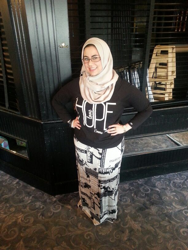 Our vintage print palazzo skirt worn by our lovely customer  friend Makieh! We restocked this print so it's also available in palazzo pants and a long sleeve maxi dress ! Www.hijablouvre.com.  I love how she paired this skirt with her hope top from emme_kay #hijablouvre #dressedinhl #emmekay #shopforacause