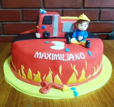 #Fireman #fondant #cake by Volován Productos  #Firefighter #instacake #puq #Chile #VolovanProductos #Cakes #Cakestagram #SweetCake