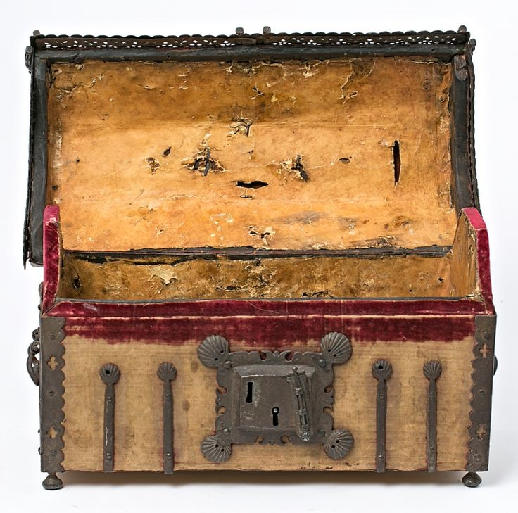 Cofre gótico español, del siglo XV