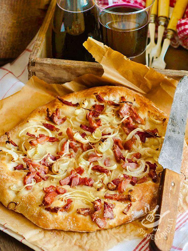 Focaccia leeks and smoked ham - Preparate la Focaccia porri e prosciutto affumicato per le merende dei vostri bambini o per un sabato sera tutti in famiglia davanti alla Tv o un picnic!