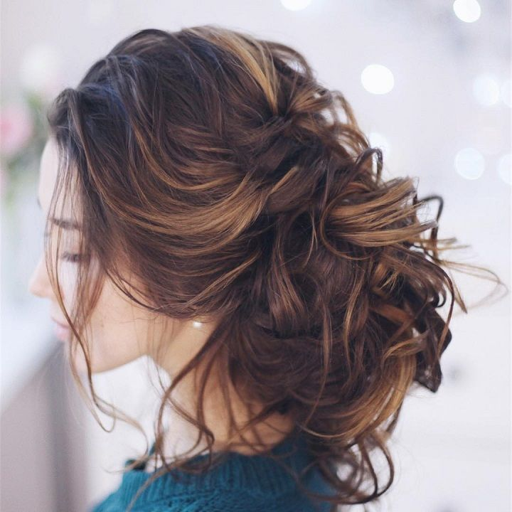 Pretty messy wedding hairstyle for Every Type of Bride - These stunning messy wedding hairstyle for medium length hair are perfect for formal affairs,bridal