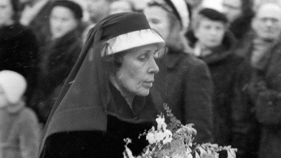 Figure Gerda her husband's funeral in 1956. Caj Bremer