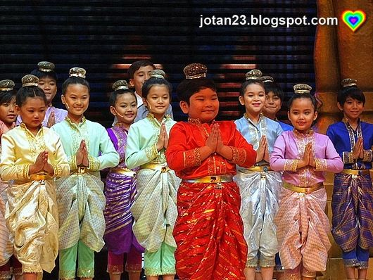 the-king-and-I-Manila-Philippines-cast-newport-performing-arts-theater-resorts-world-manila-jotan23+(2).JPG (530×398)