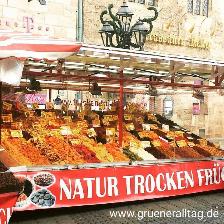 unverpackt #Trockenfrüchte und #Nüsse am Marktstand kaufen // Buy #driedfruits and #nuts zerowaste at the market stands @ Nürnberg Innenstadt
