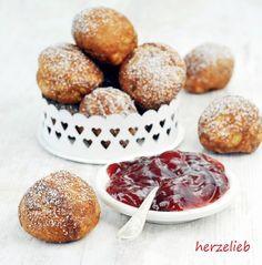 Æbleskiver sind dänische Förtchen. Im Norden Deutschland ein beliebtes Gebäck - nicht nur zu Weihnachten. Ähnlich wie Poffertjes - Das Rezept auf herzelieb