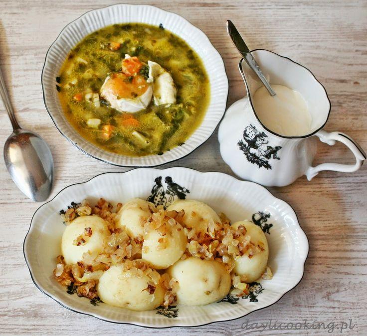 Zupa szczawiowa na maśle z jajkiem i młodymi ziemniakami z cebulką
