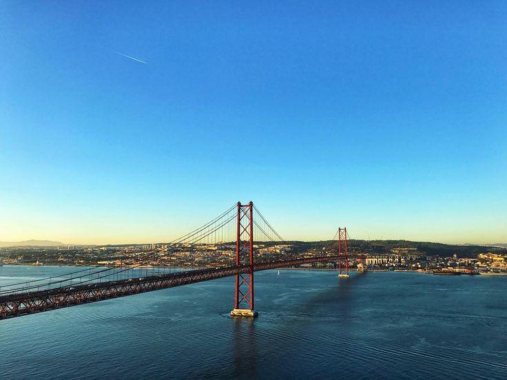 These Moments when you don't know if you're in San Francisco Rio or Lisbon. This city is so miscellaneous.  _______ #lisbon #cristorei #sanfrancisco #rio #tejo #almanda #ponte25deabril