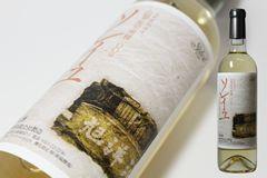 ソレイユ クラシック 白 2009 Soleil Classic White 2009 商品番号:  011206 ワイナリー: 旭洋酒 生産地:   日本 山梨 格付:         タイプ:    白 品種:     甲州  容量:      720ml ¥1,315+税