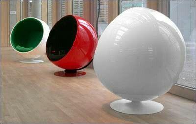 ボールチェア。遮音性が高いことでリラックスすることができる。