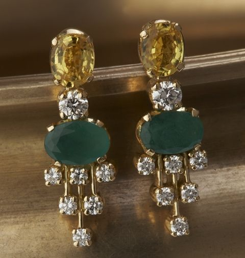Gehna offer to showcasing handcraft earrings online in Chennai - A classic pair of earrings showcasing diamonds, emeralds and citrines is handcrafted in 18k gold.