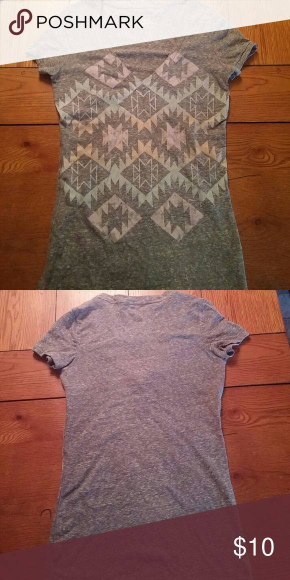 Comfy T shirt Tribal print on front just gray on back very colorful American Eagle Outfitters Tops Tees - Short Sleeve