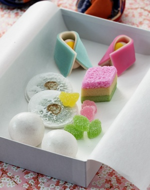 金沢の春を運ぶ雛の菓子