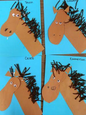 paarden - voet omtrekken als hoofd, wol als manen en strook als nek!