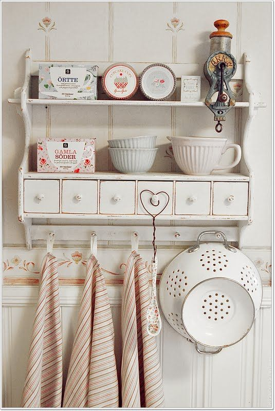 Shabby chic country style kitchen shelving