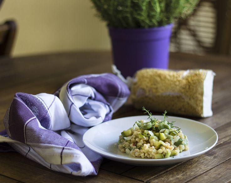 Fregola sarda con fave, zucchine e pecorino, sfiziosa e saporita.Ricetta semplice,si prepara in mezz'ora e si può gustare sia calda che fredda.