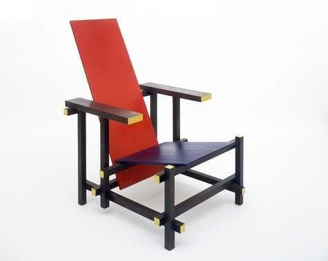 Rood-blauwe leunstoel   Gerrit Rietveld   1918   Centraal Museum Utrecht.  Het ontwerp voor de rood- blauwe stoel was revolutionair. Rietveld brak met alle traditionele vormen van een stoel. Het doel van Rietveld was om een meubel te maken dat de ruimte niet omsloot, maar ononderbroken liet.